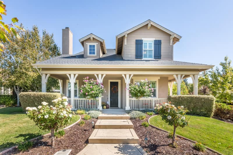 Front of new house that buyers just placed an offer on
