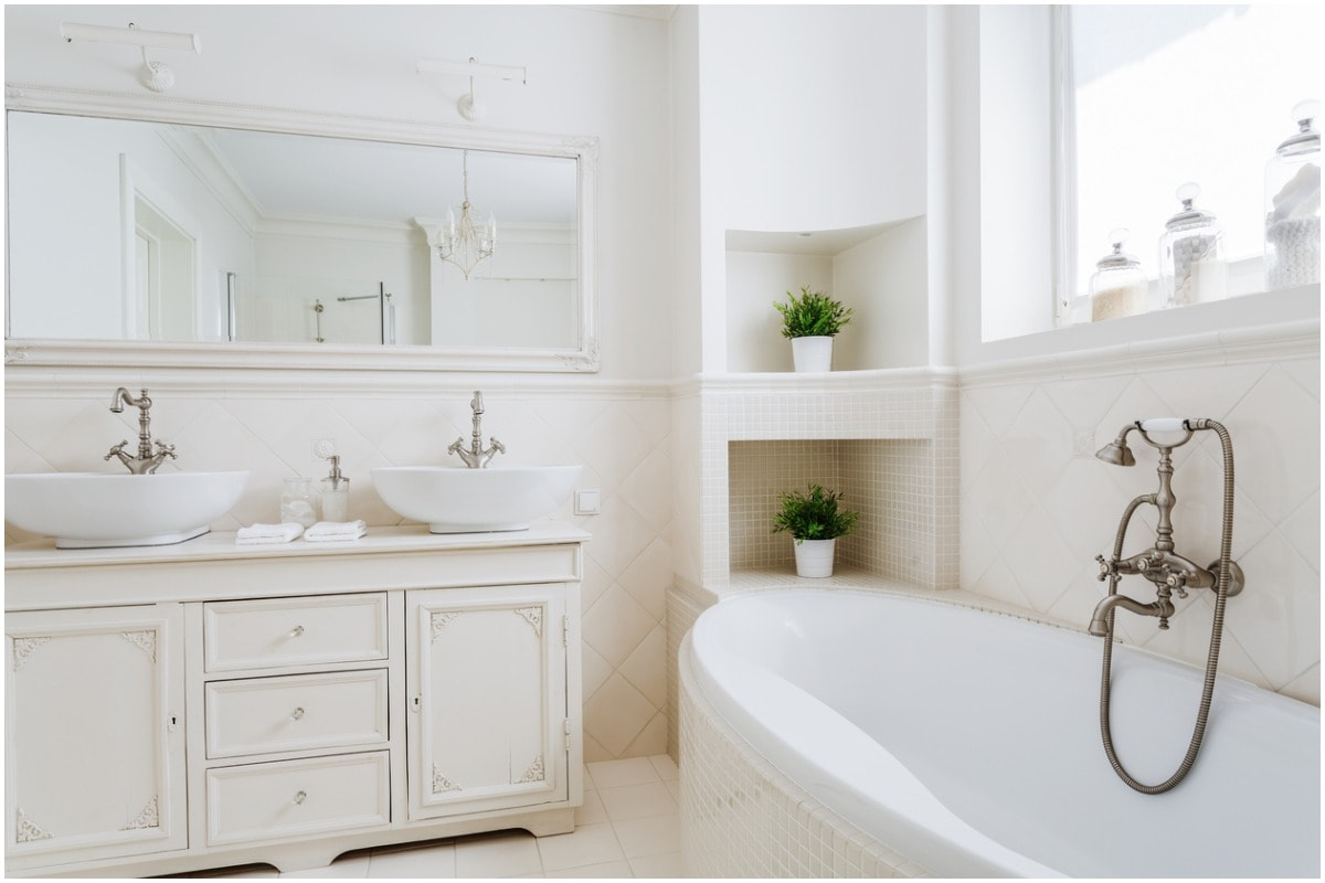 white bathroom bathtub double vanity