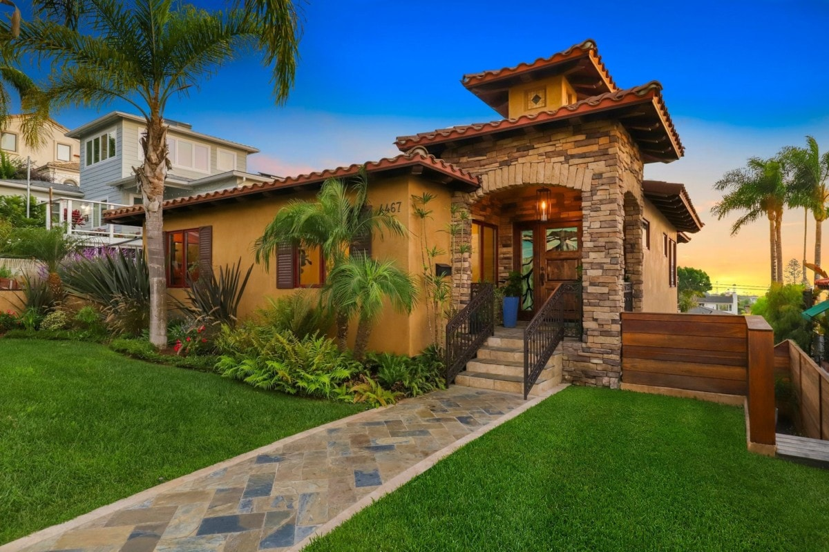 front-yard-entryway-palm-trees-sunset